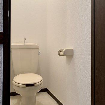向かいは、トイレになります。※写真は3階の同間取り別部屋のものです