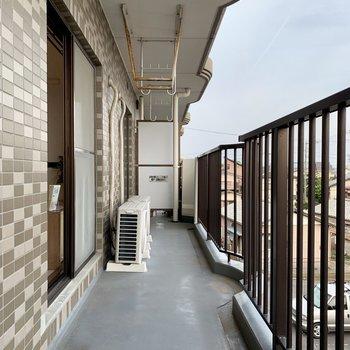 そして、なが〜いバルコニー※写真は3階の同間取り別部屋のものです