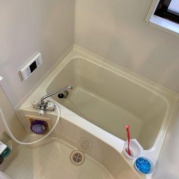 浴室には窓もありますよ〜※写真は3階の同間取り別部屋のものです