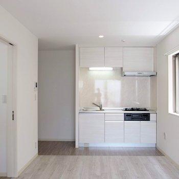 キッチンにも日がはいります。 ※写真は1階の反転間取り別部屋です。