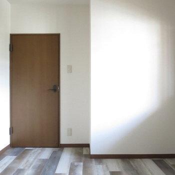 【5.3畳洋室】床は同じデザインなのがステキ