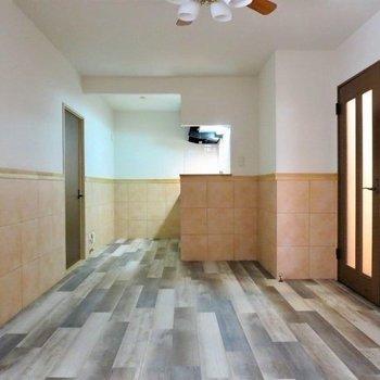 【LDK】洋室と同じデザインで統一感があります