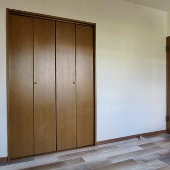【5.3畳洋室】クローゼットも完備
