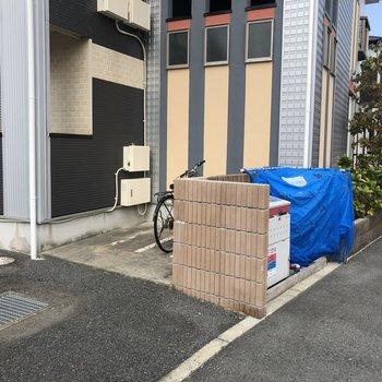 駐輪場・専用のゴミ置き場もありますよ〜