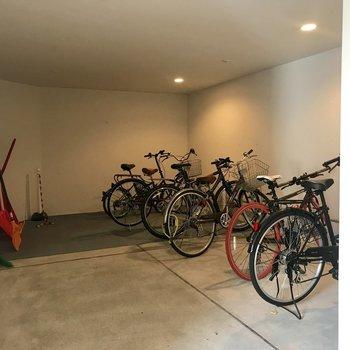 自転車置き場は室内!有り難い!