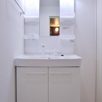 使い易い洗面台。※写真は、同一タイプの10階部分。