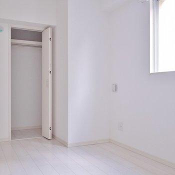 間口は狭いですが、奥行きのあるクローゼット付き。※写真は、同一タイプの10階部分。