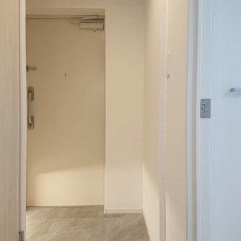 大人っぽい玄関※写真は4階の同間取り別部屋のものです