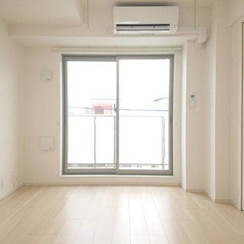 明るくきれいなお部屋※写真は4階の同間取り別部屋のものです