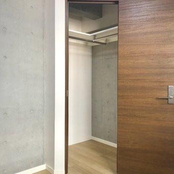 クローゼットは...※写真は1階の同間取り別部屋のものです