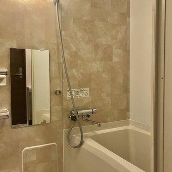 壁がお風呂をラグジュアリーに演出していてgood※写真は1階の同間取り別部屋のものです