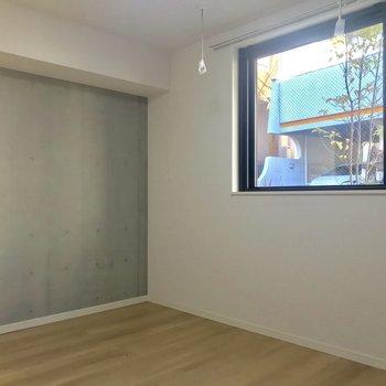 あたたかみも、無機質さも見事に取り込んだ内装です。※写真は1階の同間取り別部屋のものです