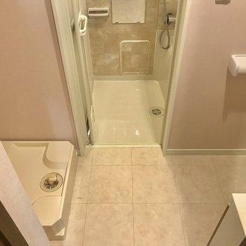 反対側は水回りがしゅっと収まってます。※写真は1階の同間取り別部屋のものです