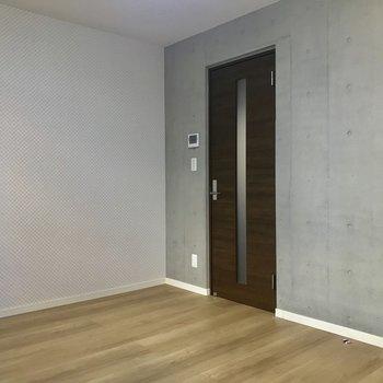 この扉も存在感強めです。※写真は1階の同間取り別部屋のものです
