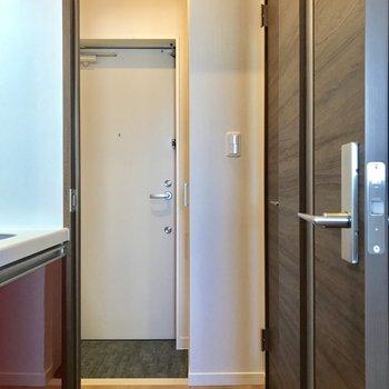 廊下の冷気・暖気は扉でシャットアウト。空間的にもメリハリが付きそうです。