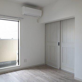 【洋室】清楚な雰囲気。※写真は通電前のものです