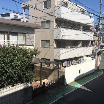 眺めは落ち着いた住宅地。(※写真は2階の別部屋からの眺望です)