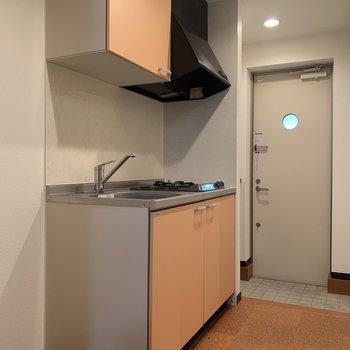 キッチンの扉の色。なんとも言えない愛くるしさ。※写真は前回募集時のものです