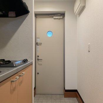 玄関扉の丸い穴がキュート※写真は前回募集時のものです