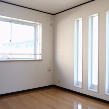 6.1畳のお部屋は大きな窓2つ付き!