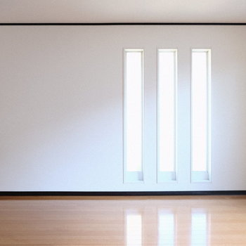 縦3本ラインのような窓が良いアクセントに。