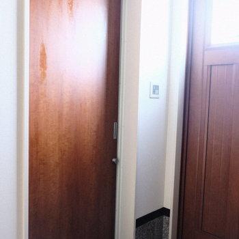 おやおや、この扉は、、