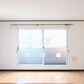 窓も横にちょっと大きめ。