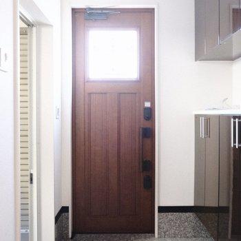 ヨーロピアンな扉が素敵。