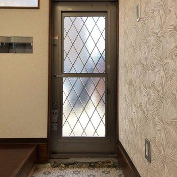 タイルがステキな玄関ですね〜。