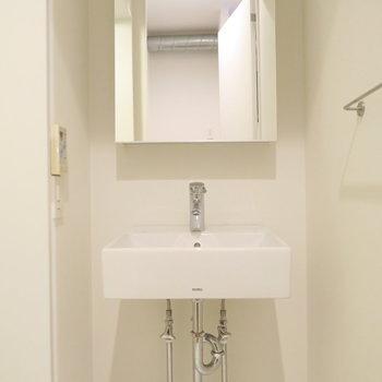 洗面台も無駄のないデザイン※写真は前回募集時のものです