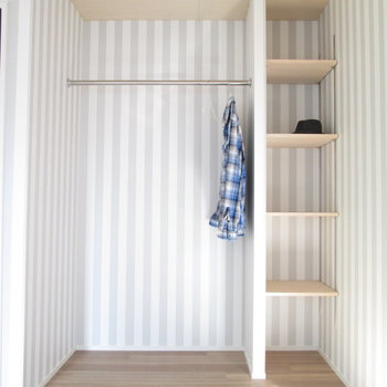 【2F大洋室】洋服や小物などを綺麗に収納できそうです◎※家具はモデルルームとなっています