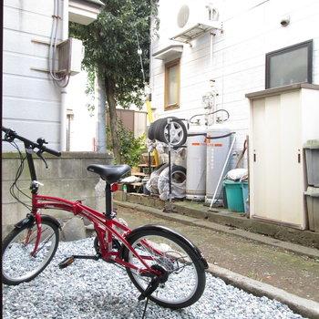 自転車など置ける広さです。※家具はモデルルームとなっています