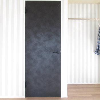 【2F大洋室】壁もシンプルで可愛らしさもあってgood