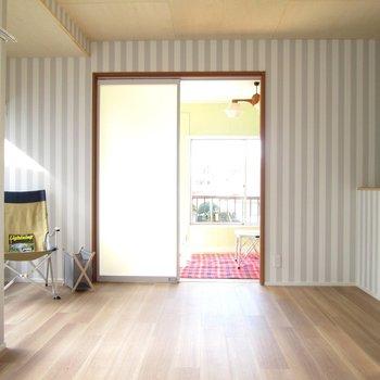 【2F大洋室】奥にもお部屋がありますね〜※家具はモデルルームとなっています