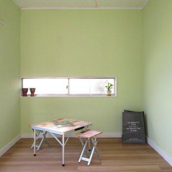 【2F小洋室】3面採光なので明るさや風通りもgood※家具はモデルルームとなっています