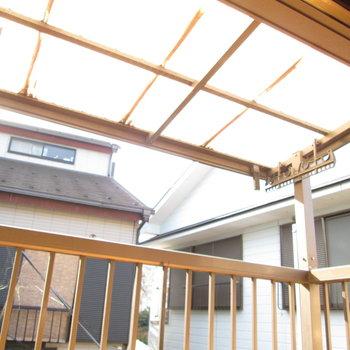 屋根付きで洗濯物も安心◯