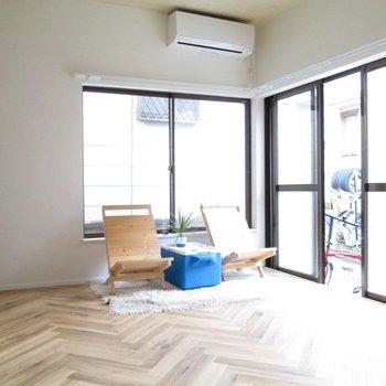 【1F洋室】2面採光で明るさ良好!※家具はモデルルームとなっています