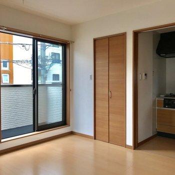 キッチンは扉で仕切れます※写真は2階の同間取り別部屋のものです