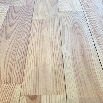 サラッとした無垢床、たまらない!