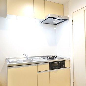 キッチンは黄色。 料理の気分も上がりそう。