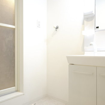 洗濯機置場も同じく洗面所内にあります!