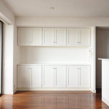 作り付けの棚がナチュラルフレンチ❤︎(※写真は13階の同間取り別部屋のものです)