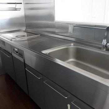 食洗機も完備なのです(※写真は13階の同間取り別部屋のものです)
