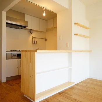 この堂々たるキッチン!※写真は反転で似た間取りの204号室です