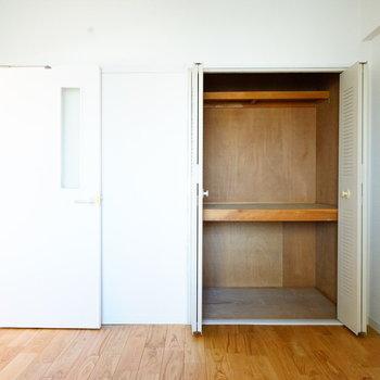 収納は大容量!※写真は反転で似た間取りの204号室です