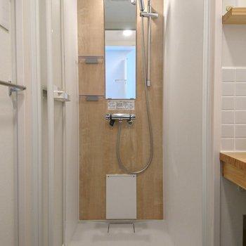 今どきっぽい、シャワールームも素敵!