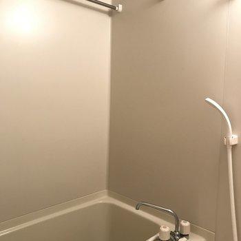 バルコニーでもバスルームでも洗濯物が干せちゃうなんて。※写真は10階の同間取り別部屋のものです