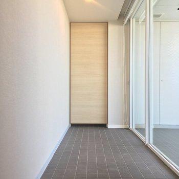 反対側から※写真は6階の同間取り別部屋のものです