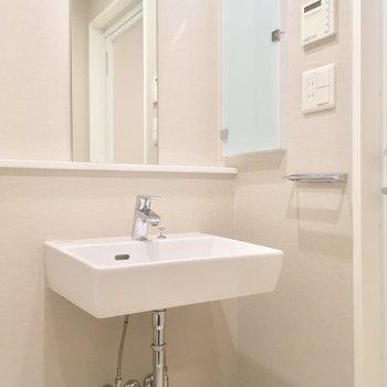 この洗面台もいいね!シンプル◎※写真は6階の同間取り別部屋のものです