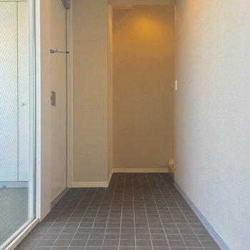 そしてこちらが玄関。土間です※写真は6階の同間取り別部屋のものです